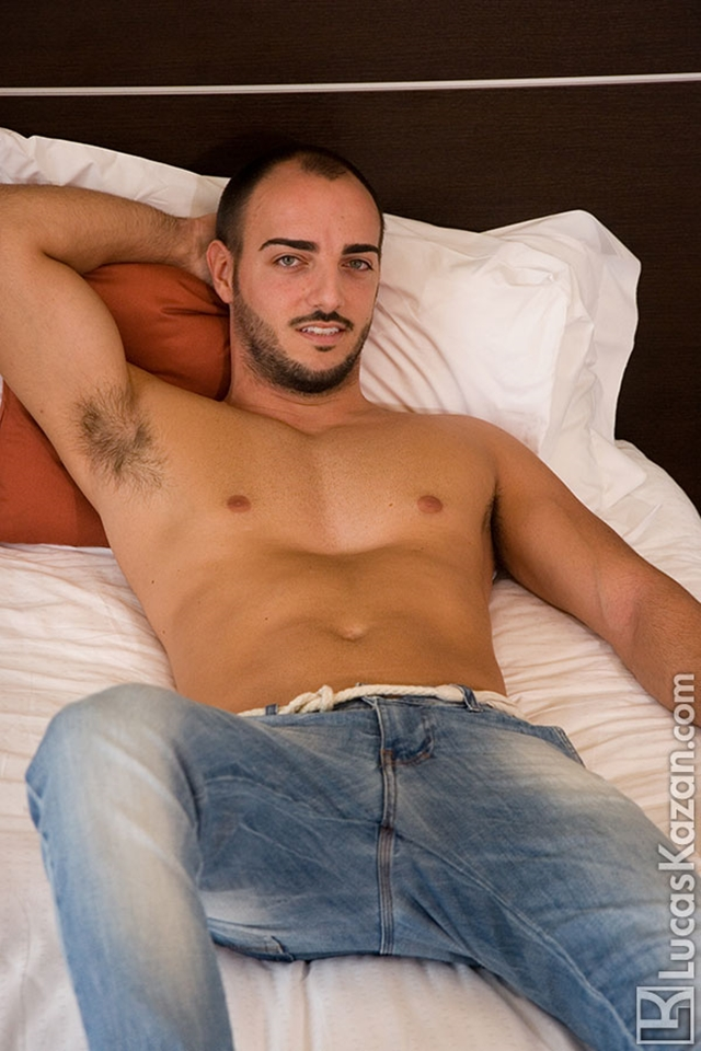 Gay-porn-pics-02-Manuel-Lucas-Kazan-Italian-latin-gay-men-latino-straight-men-naked-straight-latino-men-photo