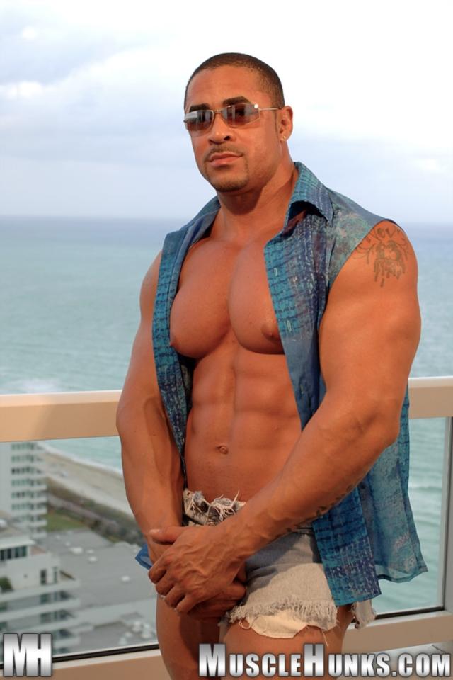 Eddie-Camacho-Muscle-Hunks-nude-gay-bodybuilders-porn-muscle-men-muscled-hunks-big-uncut-cocks-tattooed-ripped-01-gallery-video-photo