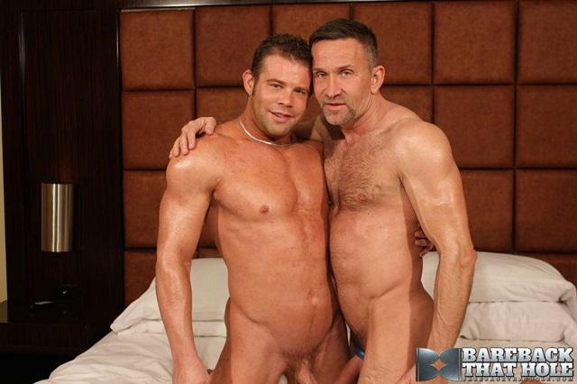 Darius-Soli-and-Matt-Sizemore-Bareback-that-hole-raw-sex-videos-bareback-bears-gay-bare-breeding-raw-sex-movies-002-gallery-photo