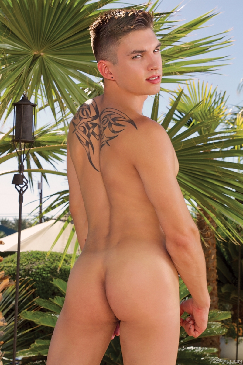 Anthony Verusso Gay Porn Tongue Kiss ryan rose's huge dick fucks anthony verusso's tight muscle