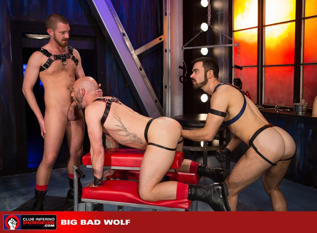 Club-Inferno-Drew-Sebastian-rides-giant-bullet-shaped-butt-plug-Jordan-Foster-fist-ass-fucks-006-male-tube-red-tube-gallery-photo