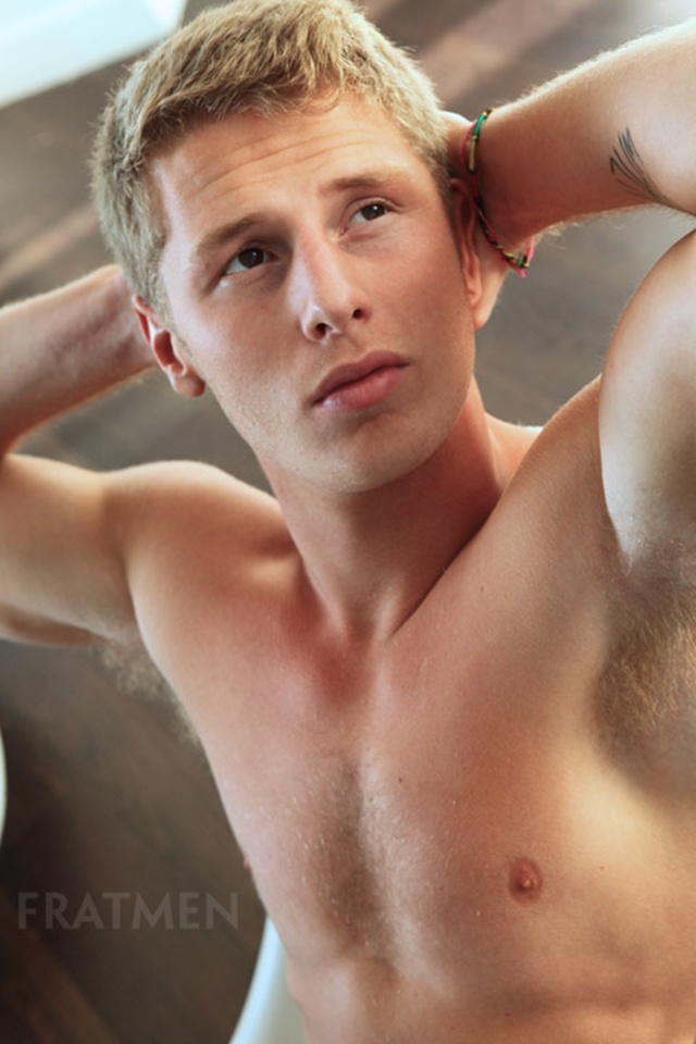 Fratmen-Bo-FRATPAD-Fratguy-Fratboy-red-blond-boy-next-door-ripped-muscle-stud-009-male-tube-red-tube-gallery-photo