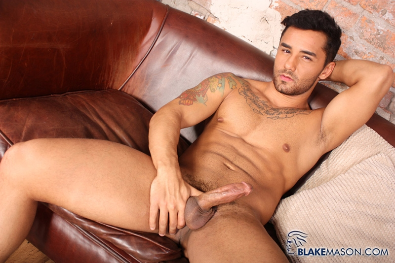 BlakeMason-Gorgeous-Brazilian-muscle-hunk-Bruno-Bernal-big-uncut-dick-sexual-experience-wanking-cumshot-solo-action-006-tube-download-torrent-gallery-sexpics-photo