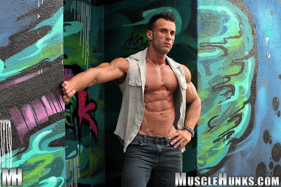 Hot naked muscle man: Gianluigi Volti