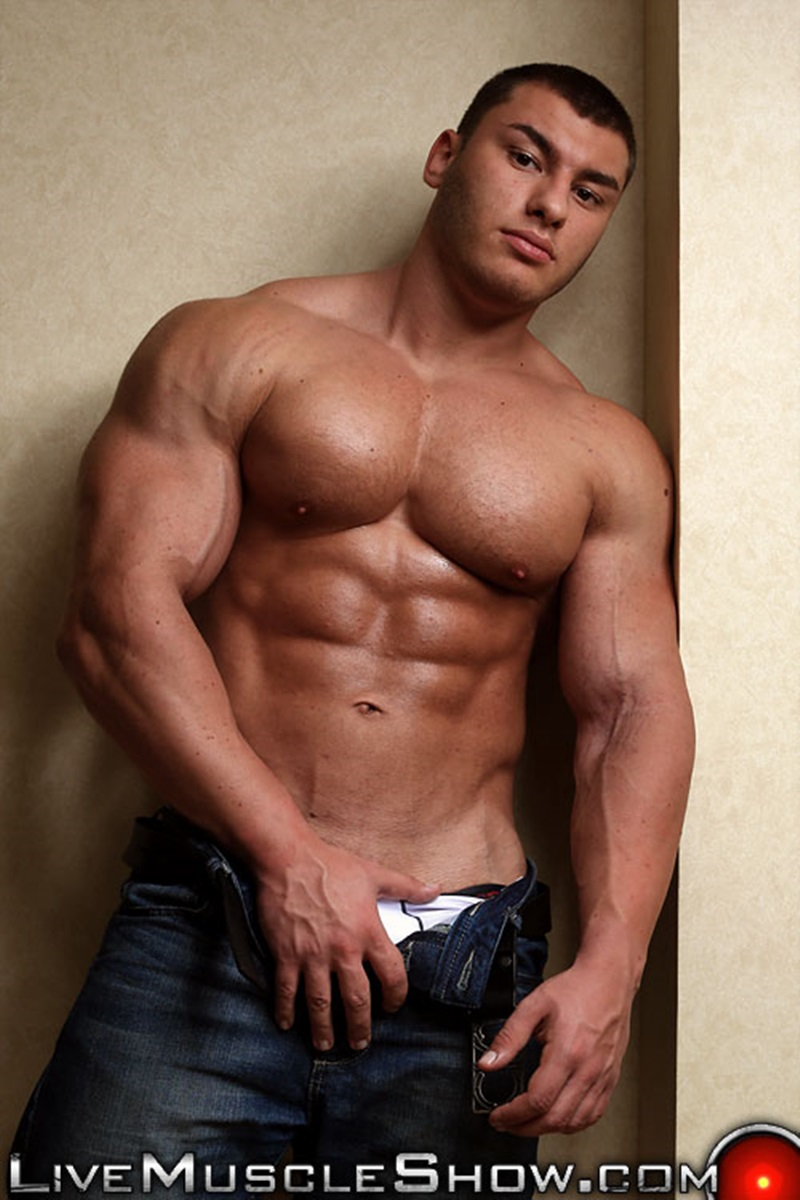 arm muscles hunk Big