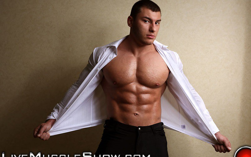20 year old big muscle boy Lev Danovitz shows off his huge muscled body