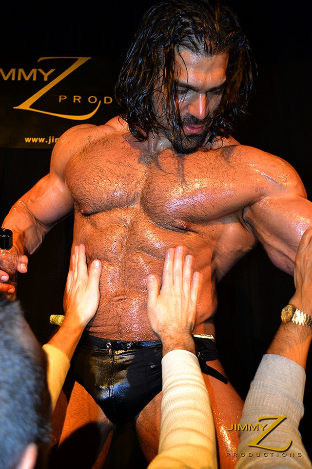 Vince Ferelli at Jimmy Z Productions 1 Ripped Muscle Bodybuilder Strips Naked and Strokes His Big Hard Cock photo1 - Naked Bodybuilder Vince Ferelli at Jimmy Z
